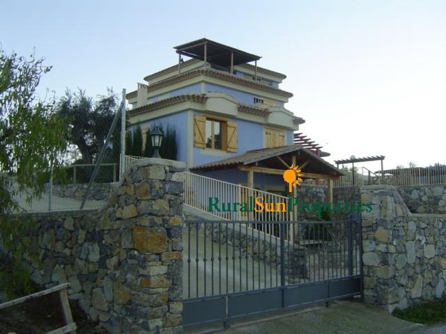 Casa de campo en venta en Moratalla, espacio y muy buenas calidades.