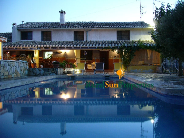 Large Villa for sale in Caravaca with a nice garden and pool