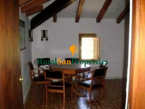 Country property for sale Yecla