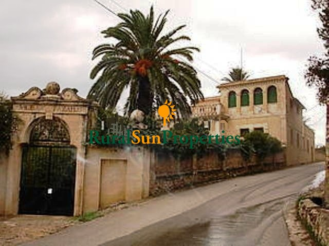 Palatial house for sale in Mula-Murcia inland.