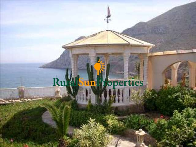 Detached Villa for sale in first line to the beach.