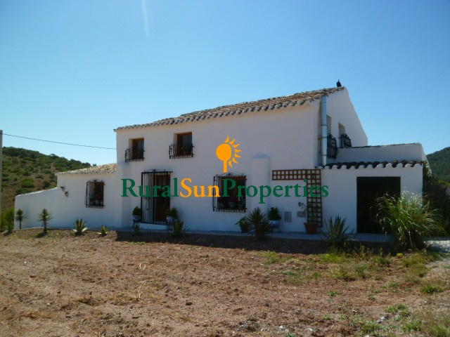 Country house (cortijo) with 22.090m2 of land in the area of Chirivel, Almería