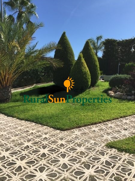 Villa for sale in Murcia with a green garden and pool