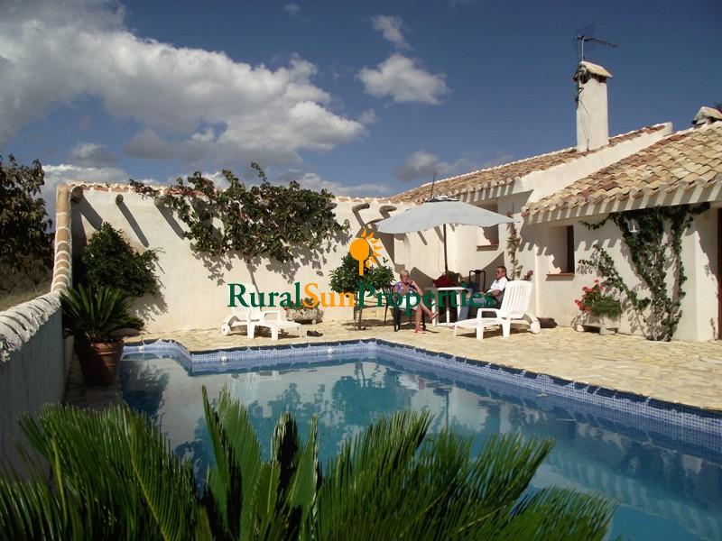 Cortijo Rustic style country house on a plot of 85.000m2 between Puerto Lumbreras and Almería region.