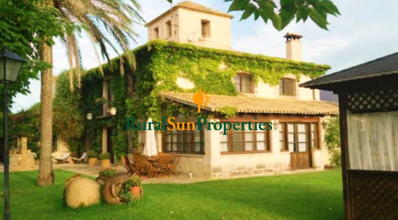 Beautiful finca for sale in Alicante region, 5 minutes from the town.