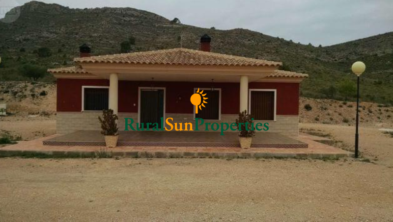 Villa for sale in Yecla on a plot of 7,500sqm
