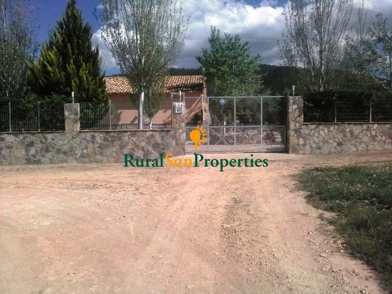 Country house for sale in Bullas Murcia region close to forest area and mountains