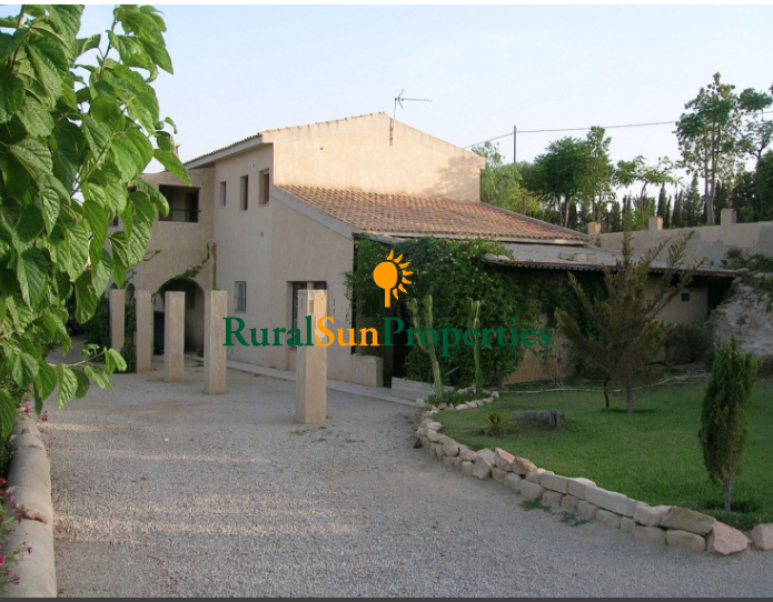 County Property Masia in Alicante in a rustic finca of 10,000 square meters in Muchamiel- Alicante.