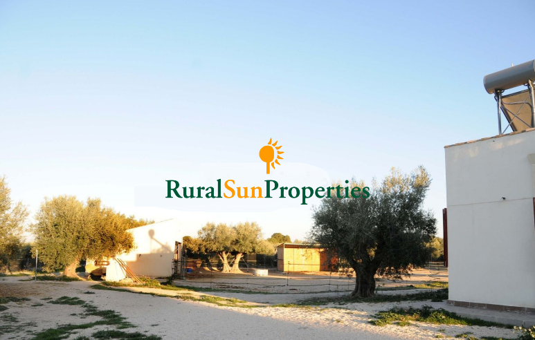 Sale house recently building in Moratalla, very liminous, comfortable, extensive views and prepared for horses. 10,000sq.m of land