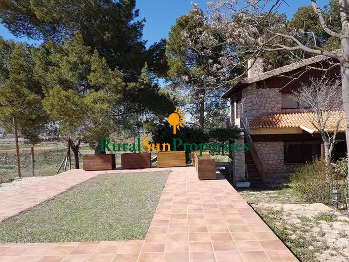 Spectacular cottage on a plot of 7,000sqm in Caravaca