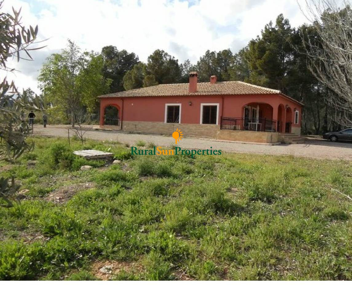 Large country house  in Bullas on a plot of 33.000sqm, flat and fenced in idyllic pine forest at the foot of the mountains of Bullas.