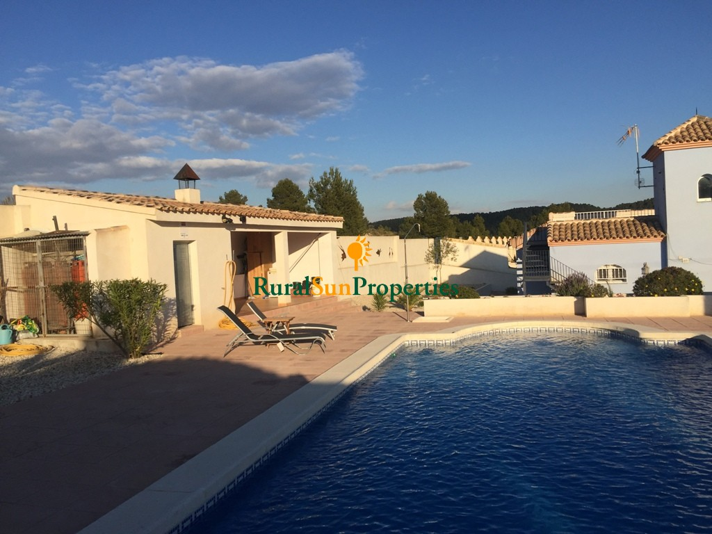 Reduced! This South Facing, Three Bedroom Country Property in Northwest of Murcia region