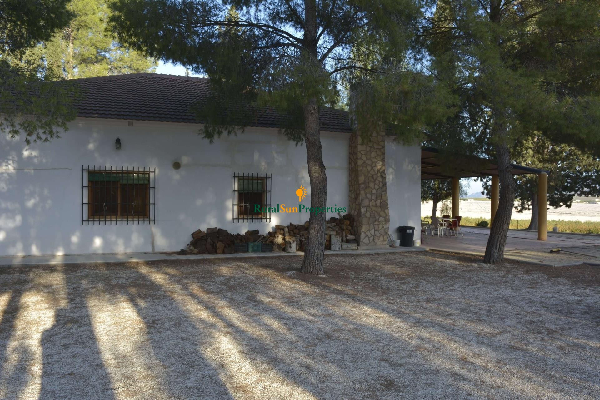 Sale Large country house in Calasparra with 1.800m2 plot and private pool.
