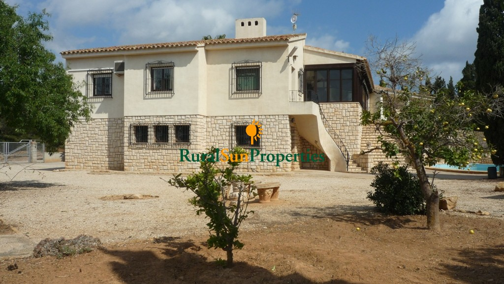 Large finca/country house for sale in Benidorm Alicante
