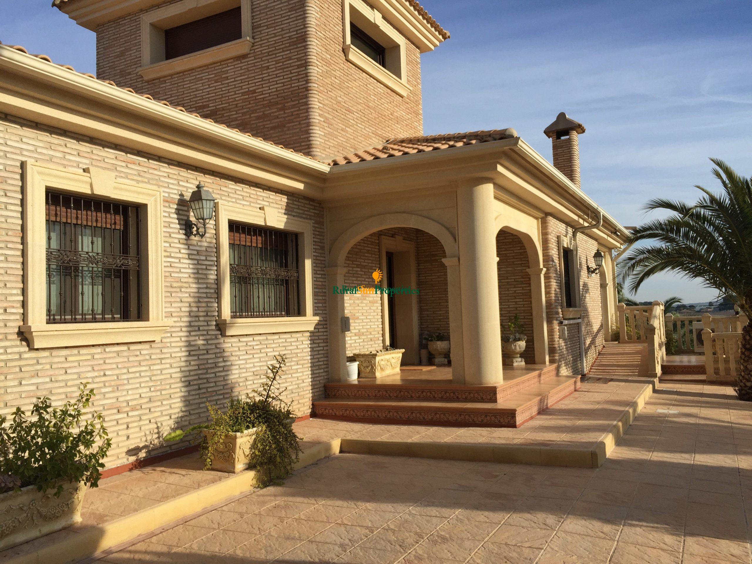 Bargain Sale exclusive villa in Murcia.