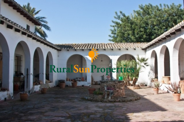 Masia for sale 20 minutes from Valencia-Spain on a plot of 3.4ha