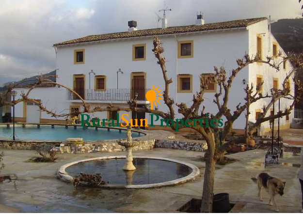 Farmhouse Masia for sale in Alicante inland
