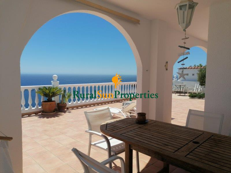 Detached villa above the sea in Aguilas