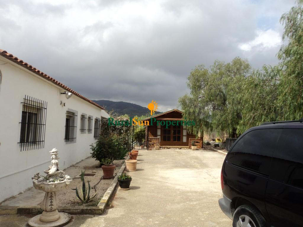 Casa en Bullas con parcela grande a menos de cuatro kms de población en el campo