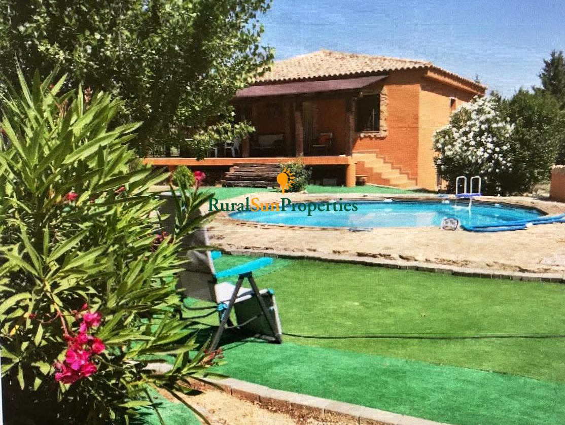 Country house for sale in Bullas with swimming pool and semi-basement