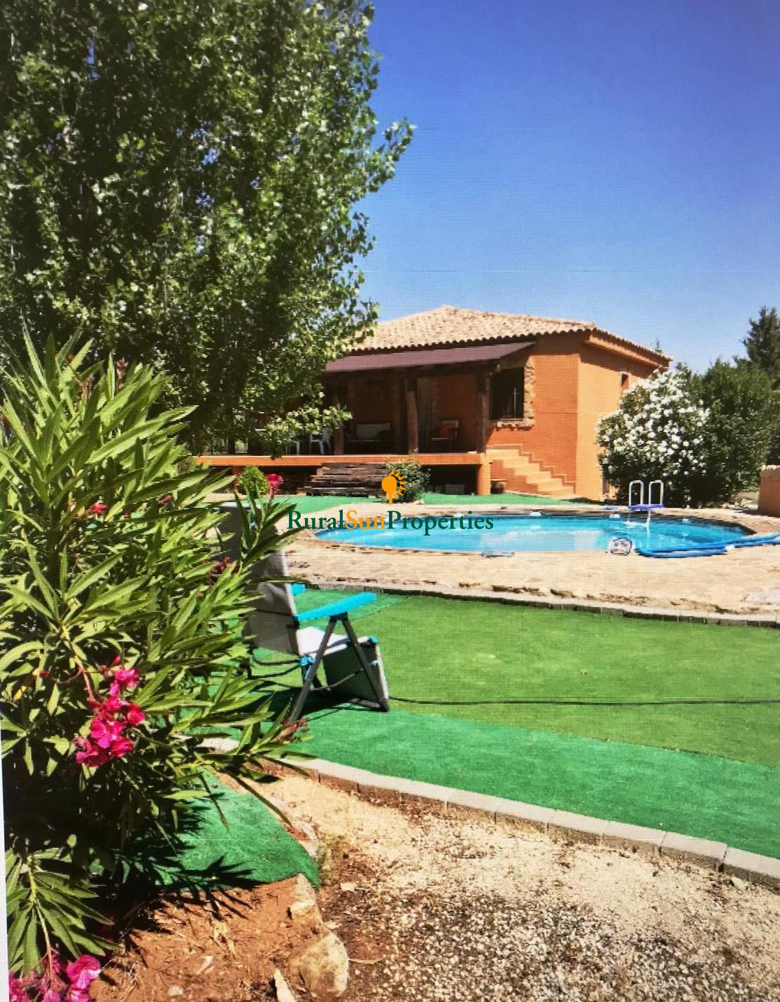 Country house for sale in Bullas with swimming pool and semi-basement for sale