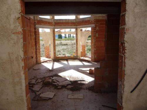 Casa con parcela con proyecto en Caravaca para terminar