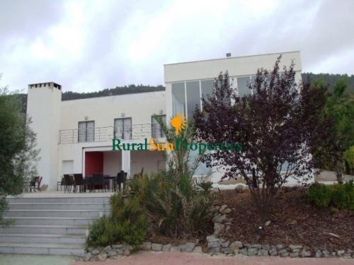 1122_Bullas-vivienda-ubicada-en-la-montana-02