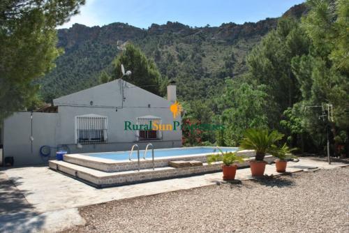 Finca de 20 ha.de monte con casa cerca de Murcia y playas