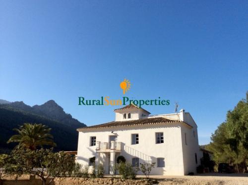 Casa Señorial en venta en Sierra Espuña totalmente reformada a cuarenta minutos de Murcia