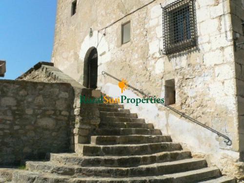 1152_castillo-medieval-valencia-interior-02