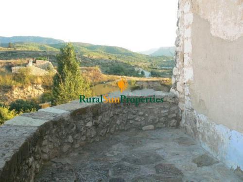 1152_castillo-medieval-valencia-interior-03