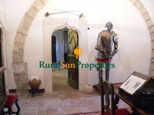 1152_castillo-medieval-valencia-interior-06