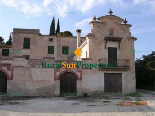 Palacete Masía en venta en Alicante con 85 ha. de terreno