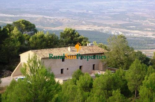 Auténtica Masia de piedra en la montaña Alicante