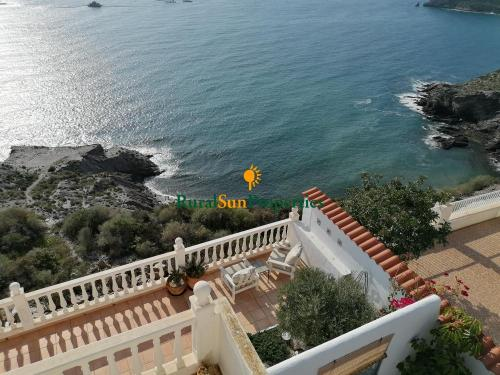 1569-detached-property-above-the-sea