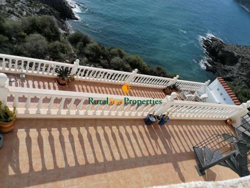 Fantástica villa con exclusivas vistas al mar en Los Collados Aguilas.