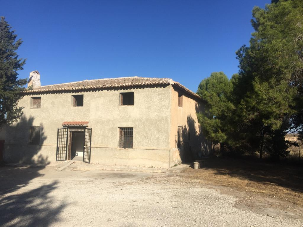 For sale country estate with typical house in Mula 60.000 sq.m of land